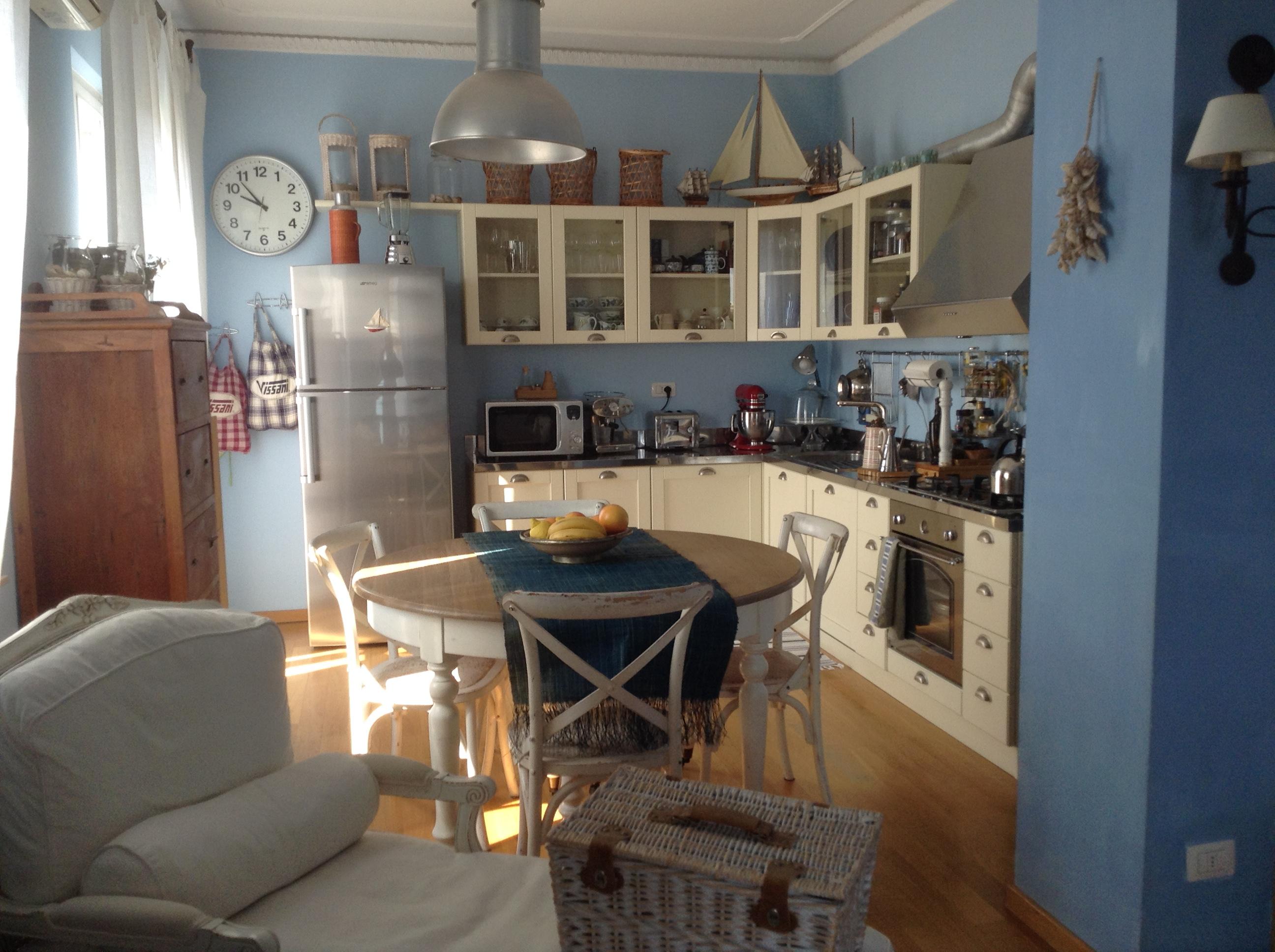 La Cucina è Il Cuore Pulsante Di Questa Abitazione Dove La Tavola E  #324359 2592 1936 Arredare Cucina Al Mare