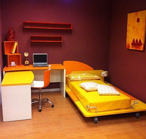 Letto e scrivania Arancio e Ocra